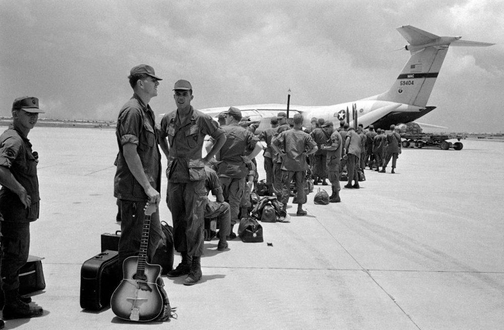 1207_vietnam-war-guitar-1000x655